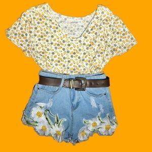 Pants - The daisy dukes embroidered daisy denim shorts
